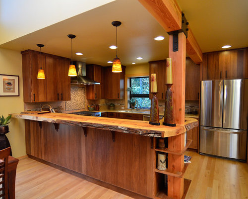 Example Of A Trendy U Shaped Eat In Kitchen Design In Portland With An
