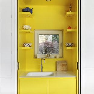 Ispirazione per una piccola cucina minimal