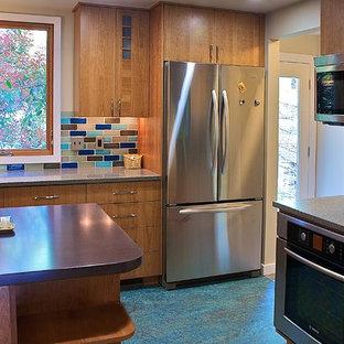 Свежая идея для дизайна: кухня в классическом стиле с бирюзовым полом - отличное фото интерьера