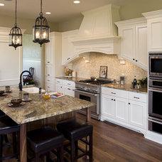 Traditional Kitchen by White Space Architecture