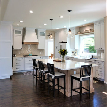 Edgewater Place - Transitional White Kitchen