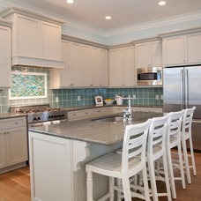 Beach Style Kitchen by Riverside Designers