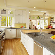 Traditional Kitchen by RYAN ASSOCIATES GENERAL CONTRACTORS