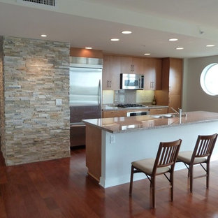 Kitchen - modern kitchen idea in San Diego