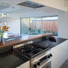 Midcentury Kitchen by building Lab, inc.