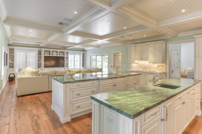 Traditional Kitchen by Elegant Kitchens and Baths, Inc.