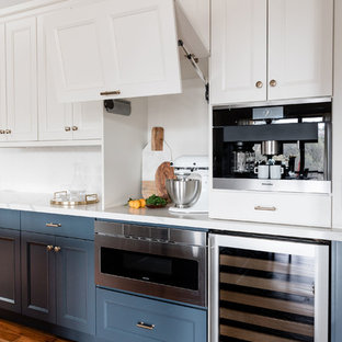 Kitchen - transitional kitchen idea in Sacramento