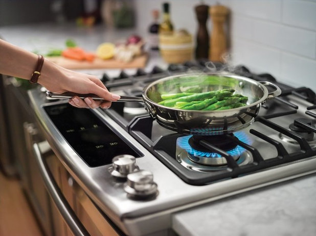 Induction vs gas cooktop pros cons of both houzz for Glass cooktops pros and cons