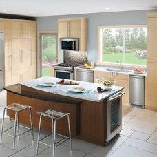 Modern Kitchen by Westar Kitchen & Bath