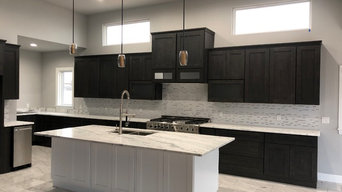 Elegant Black and White Shaker Two Toned Kitchen
