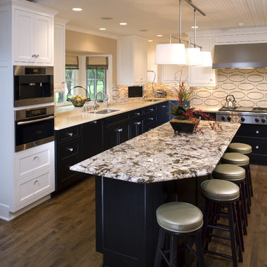 DARK LOWER CABINETS AND CREAM UPPER CAB Design Ideas, Pictures, Remodel and Decor