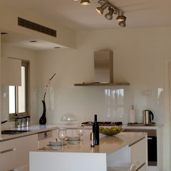 modern kitchen by SK Designers - Shimrit Kaufman