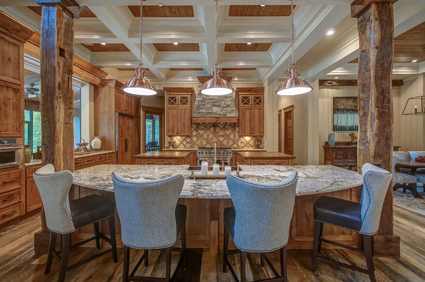 Rustic Kitchen by ACH Custom Homes