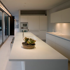 Modern Kitchen by 180 degrees