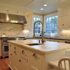 Traditional Kitchen by Voell Custom Kitchens