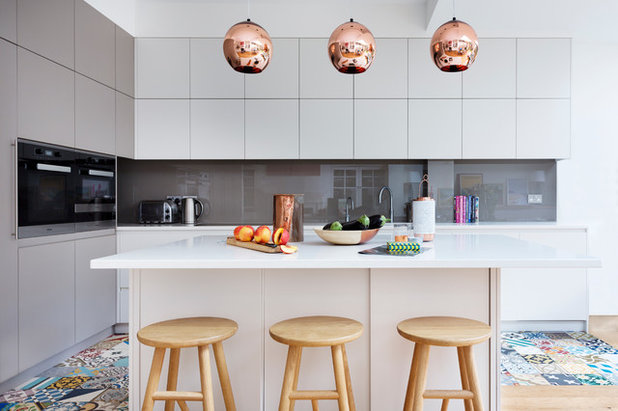 Contemporary Kitchen by Zulufish