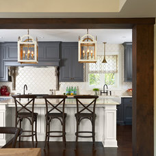 Traditional Kitchen by Elsie Interior