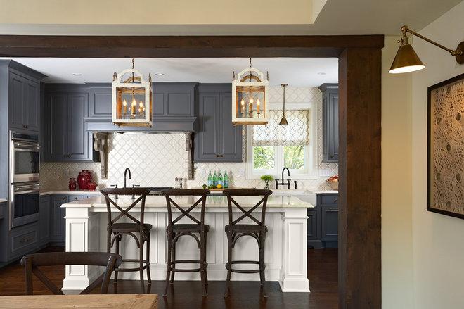 Traditional Kitchen by Elsie Interior