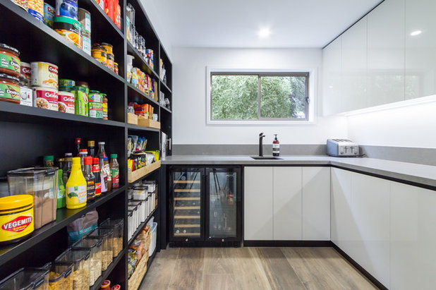 Contemporary Kitchen by The Kitchen Design Centre