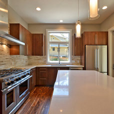 Contemporary Kitchen by Moazami Homes