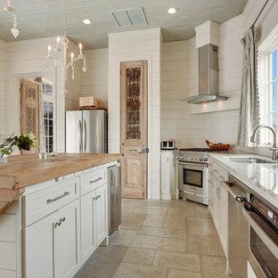 Beach style kitchen ideas - Coastal kitchen photo in New Orleans