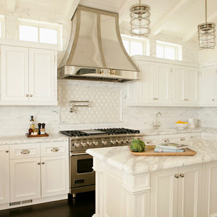 Traditional kitchen photos - Kitchen - traditional kitchen idea in Orange County