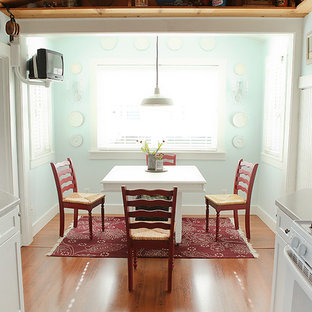 Eat-in kitchen - traditional u-shaped eat-in kitchen idea in Columbus with shaker cabinets, white cabinets and white appliances