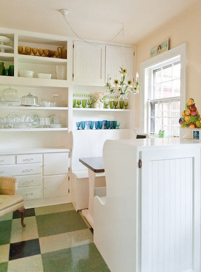 Shabby-chic Style Kitchen by Kristie Barnett, The Decorologist