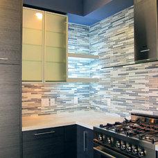 Modern Kitchen by Soho Kitchen Studio Inc.