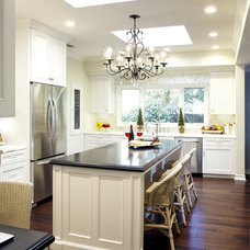 Traditional Kitchen by Eve Mode Design