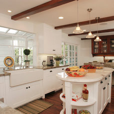 Traditional Kitchen by TNT Simmonds