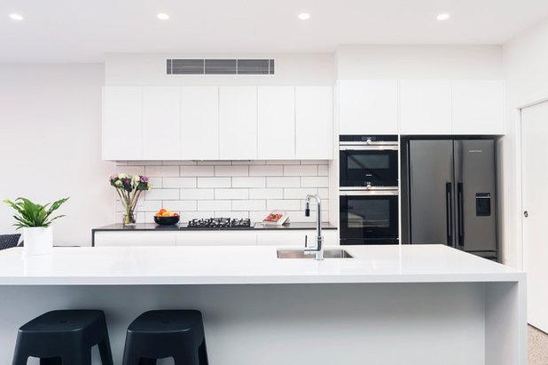 Contemporary Kitchen by Amrish Maharaj Architect