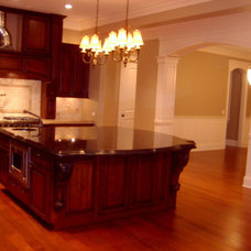 Traditional Kitchen by Follyn Builders & Developers