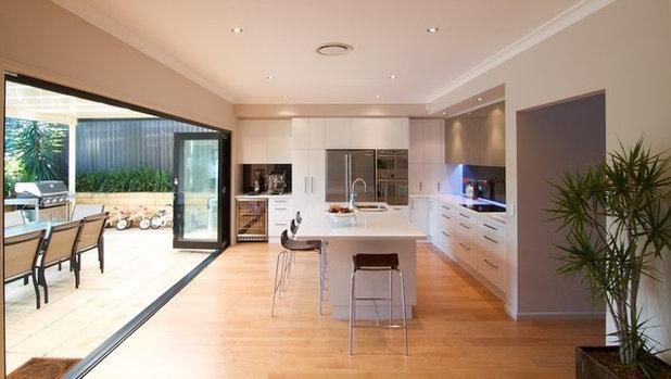 Moderno Cocina by Nouvelle Kitchens & Bathrooms
