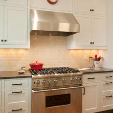Traditional Kitchen by WILLCO