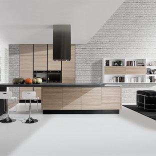 サンディエゴの中サイズのモダンスタイルのおしゃれなキッチン (ダブルシンク、フラットパネル扉のキャビネット、淡色木目調キャビネット、黒い調理設備、コンクリートカウンター、コンクリートの床、白い床) の写真