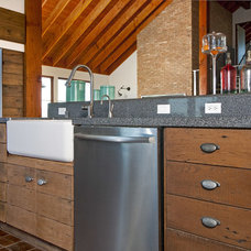 Industrial Kitchen by Leo Claudio Cabinets