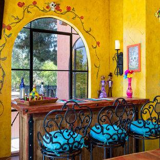 Inspiration för stora amerikanska svart kök, med en undermonterad diskho, skåp i shakerstil, röda skåp, träbänkskiva, flerfärgad stänkskydd, stänkskydd i cementkakel, färgglada vitvaror, klinkergolv i terrakotta, en köksö och brunt golv
