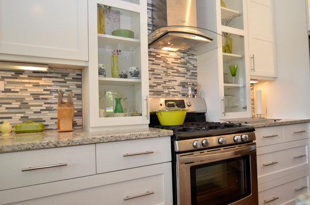 Transitional Kitchen by ísARK Studio