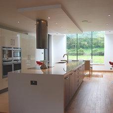 Contemporary Kitchen by John Onken Architects