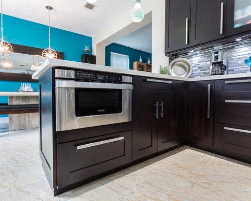 Peninsula Style Kitchen With Mdf Laminate Cabinets White Shaker Style