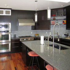 Modern Kitchen by Blue Bridge Cabinetry and Design