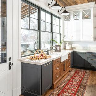 Foto på ett lantligt kök