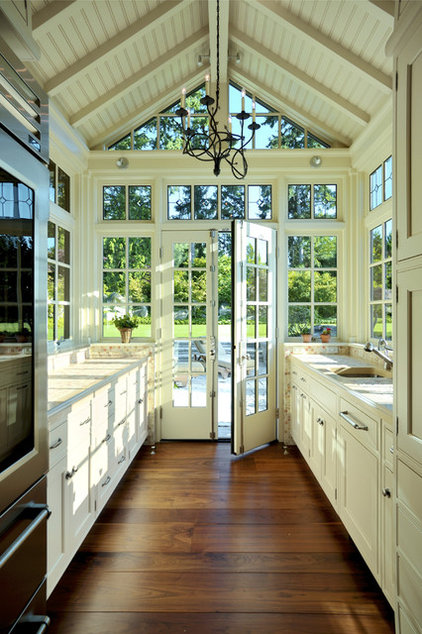 Traditional Kitchen by AOME Architects