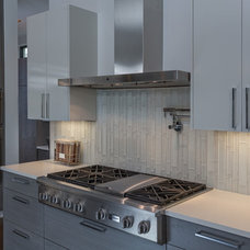 Contemporary Kitchen by Greenbelt Construction