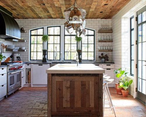 Cucina contemporanea con pavimento in mattoni foto e for Piastrelle paraspruzzi cucina