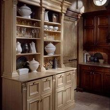 Traditional Kitchen by Graniterra