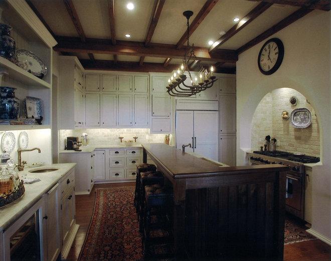 Mediterranean Kitchen by Summerour Architects