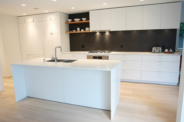 Modern Kitchen by Blackfish Homes Ltd.