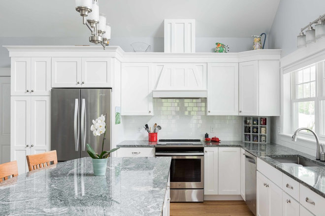 Traditional Kitchen by MGM Builders
